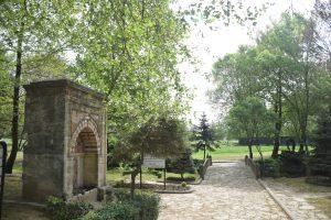 Fatih Sultan Mehmet'in 27 Nisan 1481'de çıktığı sefer sırasında ordusuyla mola verdiği ve son otağını kurdurduğu alan olan Hünkar Çayırı, millet bahçesine dönüştürülecek.